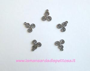 Charm triskelion triscele celtico
