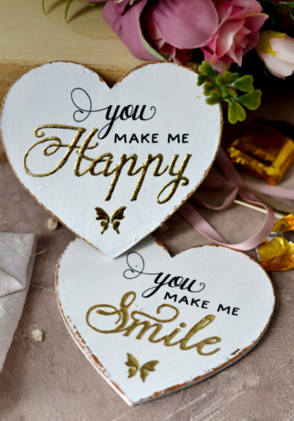 Set 2 inimioare magnet decorate cu auriu - You make me happy / smile