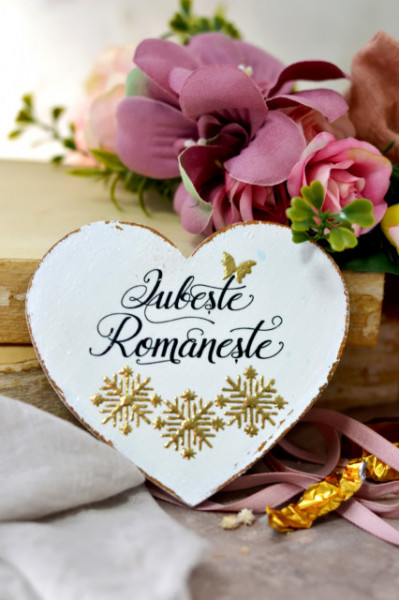 Inimioara magnet decorata cu motive traditionale aurii - Iubeste Romaneste