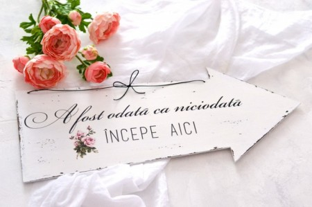 Placuta decorativa sageata nunta ''A fost odata ca niciodata incepe aici'', cu trandafir Shabby Chic