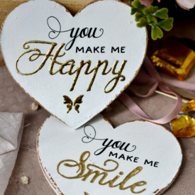 Set 2 inimioare magnet decorate cu auriu - You make me happy / smile