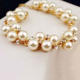 Bratara fashion de dama cu cristale si imitati de perle