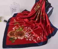 Esarfa eleganta din matase satinata, cu design rafinat, model floral, pe fond rosu