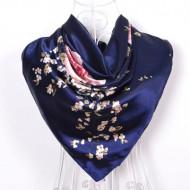 Esarfa eleganta din matase satinata, cu design floral delicat, bleumarine