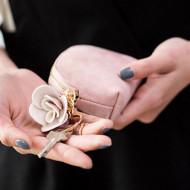 Portofel dama cu ornament trandafir si breloc, model 2