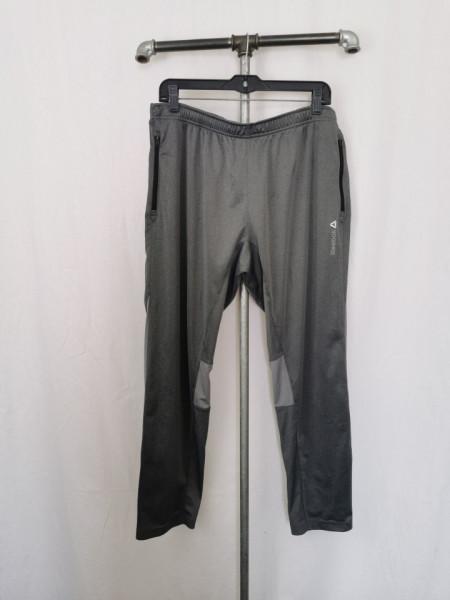 Pantalon Reebok XL.