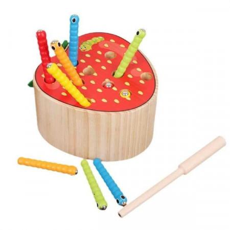 Jucarie Montessori magnetica Capsunica cu viermisori, Joc de indemanare.
