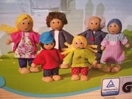 Set joaca din lemn, Familia Vesela, papusi lemn. Joc de rol Montessori.