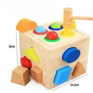 Jucarie din lemn Cub sortator forme geometrice cu bile si ciocan.